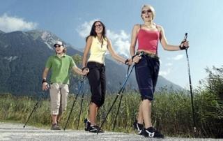 Скандинавская ходьба – максимум пользы без больших затрат